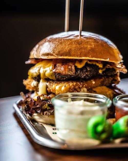 Бесплатное стоковое фото с вкусный, гамбургер, глубина резкости, еда