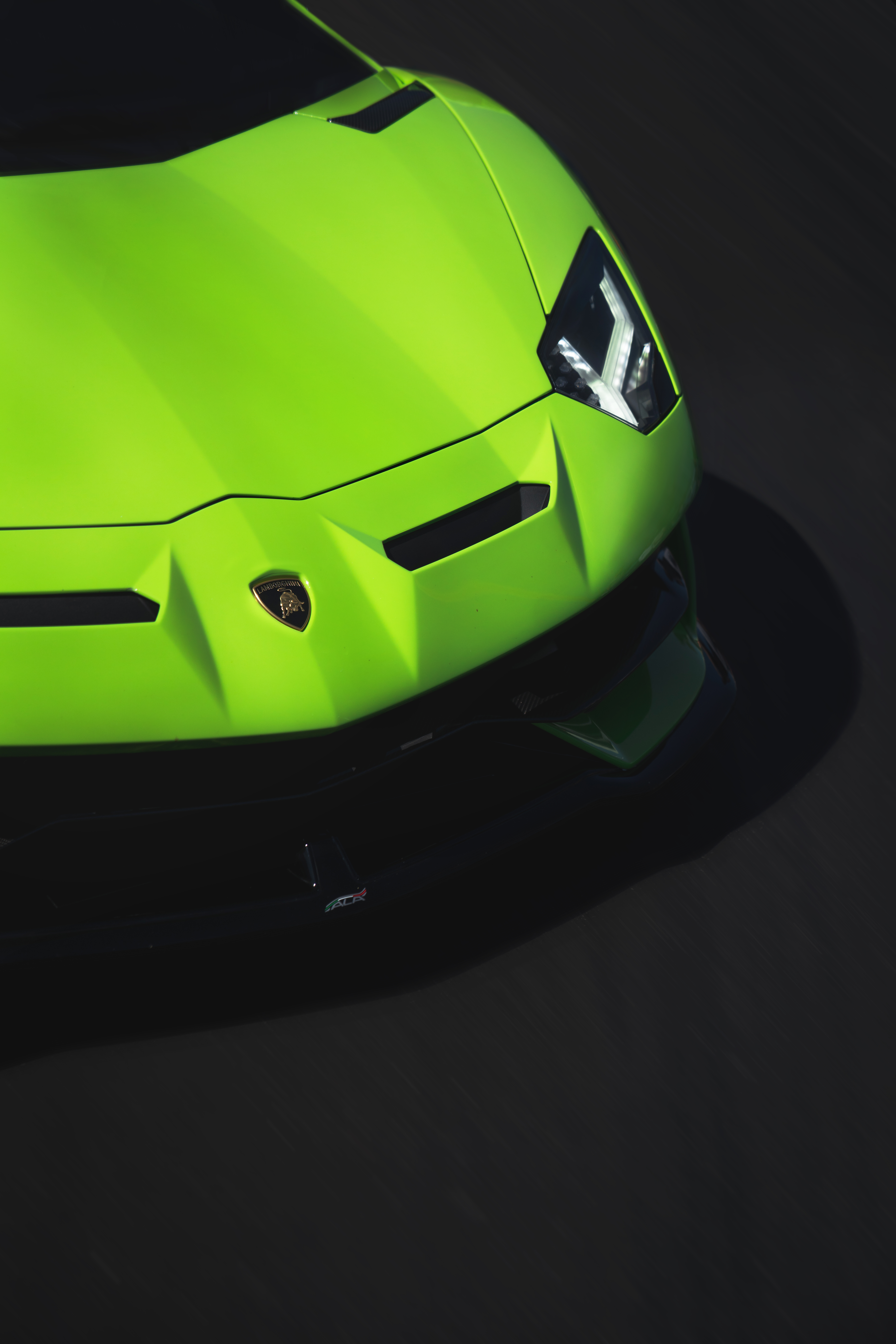 green lamborghini luxury car