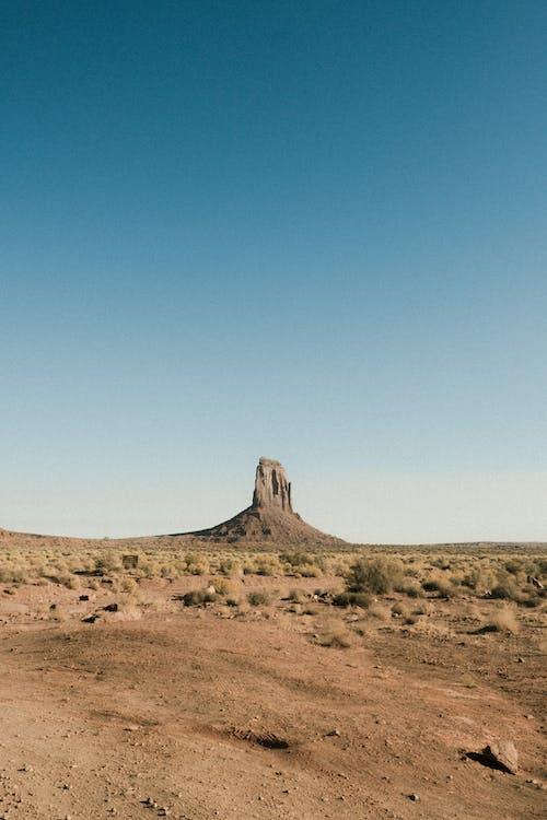 Foto profissional grátis de amplo, ao ar livre, árido, campo