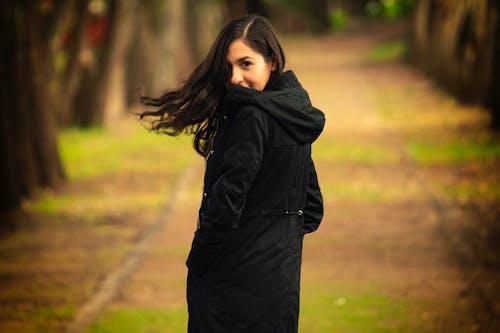 나무, 대학교, 모델, 소녀의 무료 스톡 사진