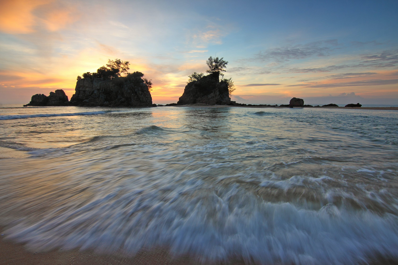 Seawaves on Shoreline