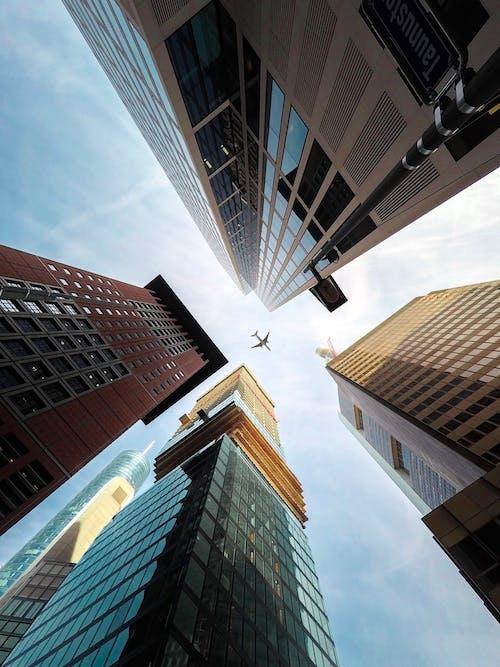 Foto profissional grátis de aeronave, Alemanha, arquitetura, arranha-céus
