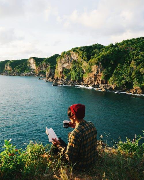 Základová fotografie zdarma na téma čepice, červená čepice, cestování, dovolená