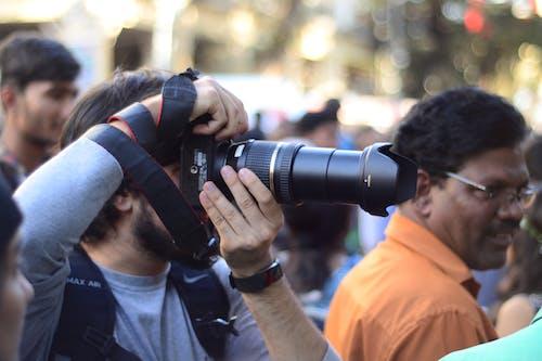Ilmainen kuvapankkikuva tunnisteilla kamera, kameramies, kameran varusteet, kannettavat