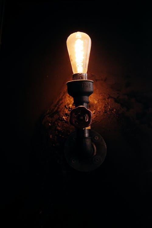Darmowe zdjęcie z galerii z światła, światła sufitowe, światło na ścianie