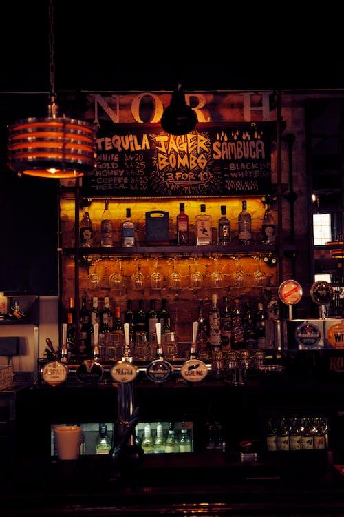 Kostenloses Stock Foto zu alkoholische getränke, bar, handgemachtes bier, kneipe