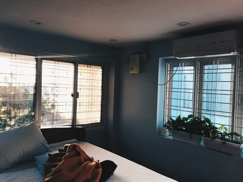 Fotos de stock gratuitas de cacerola, cama, habitación, manta