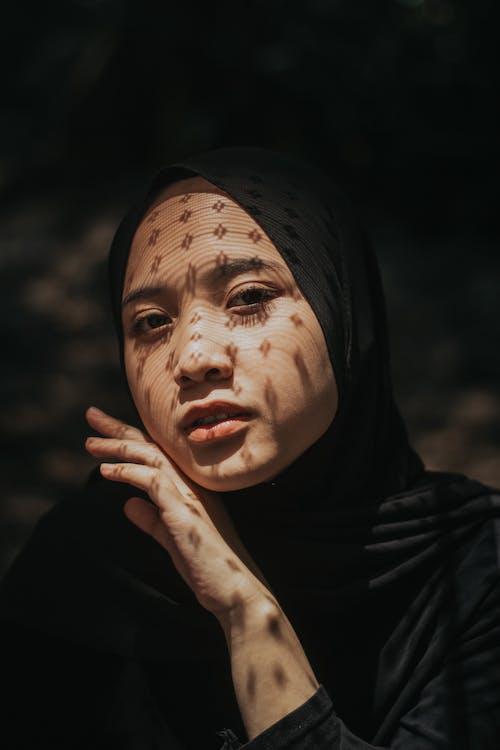 Gratis stockfoto met Aziatisch meisje, Aziatische vrouw, donker, droefheid