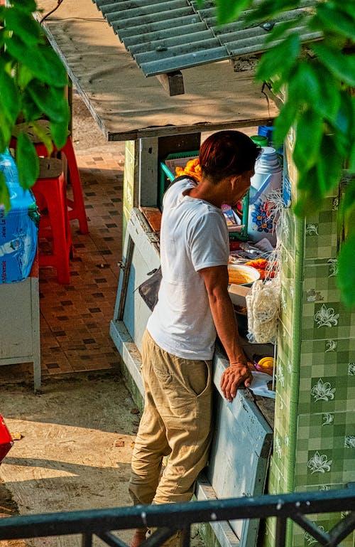 Δωρεάν στοκ φωτογραφιών με αγορά, αγόρι, άνδρας, αστικός