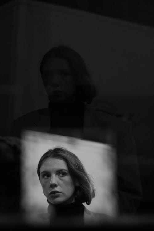 black & white, girl, в помещении