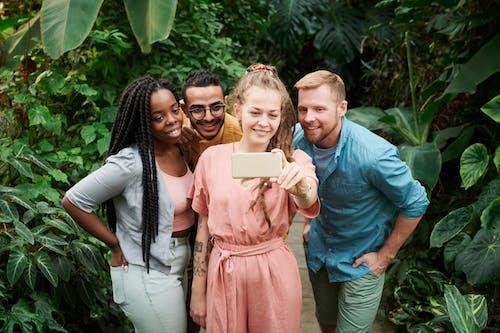 Základová fotografie zdarma na téma chytrý telefon, čtyři, držení, focení