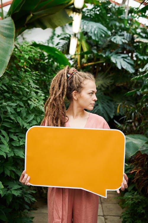 Foto stok gratis Daun-daun, ekspresi muka, gaya rambut, kaum wanita