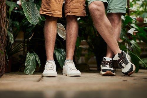 ayakkabı, ayakkabılar, ayakta, bacaklar içeren Ücretsiz stok fotoğraf
