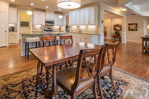 Бесплатное стоковое фото с в помещении, деревянные стулья, дизайн интерьера, дом