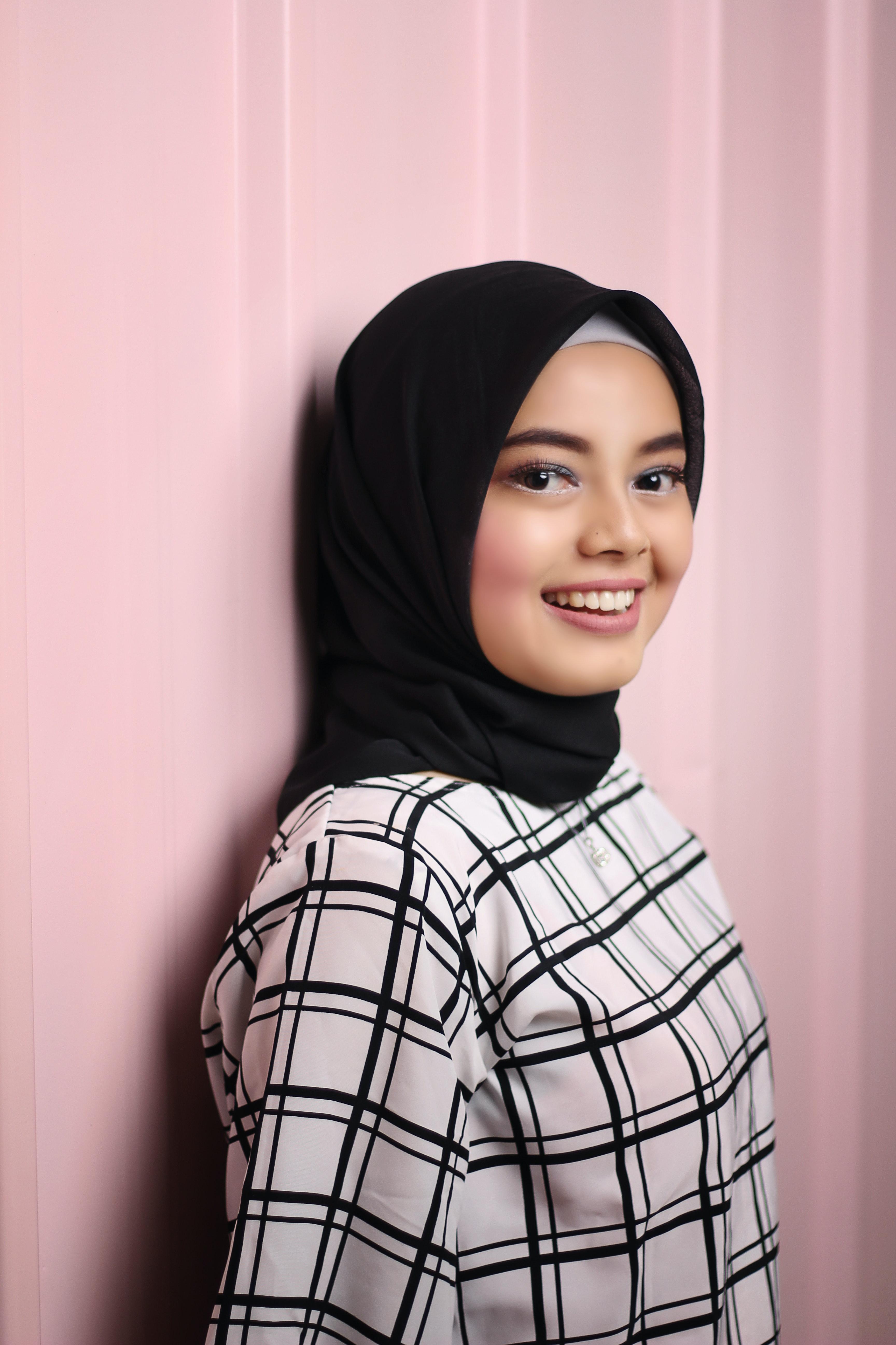 ba38c7082e 100+ Beautiful Hijab Photos · Pexels · Free Stock Photos