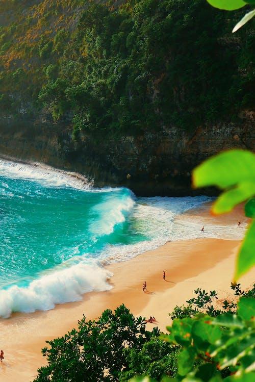 Бесплатное стоковое фото с берег моря, берег океана, волны, всплеск