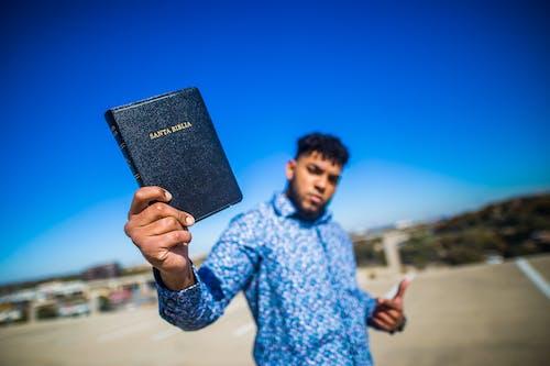 Foto d'estoc gratuïta de bíblia, cel blau, enfocament selectiu, estiu