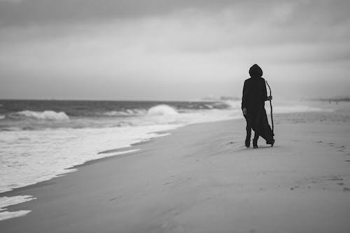 Δωρεάν στοκ φωτογραφιών με άμμος, άνθρωπος, ασπρόμαυρο, κλίμακα του γκρι