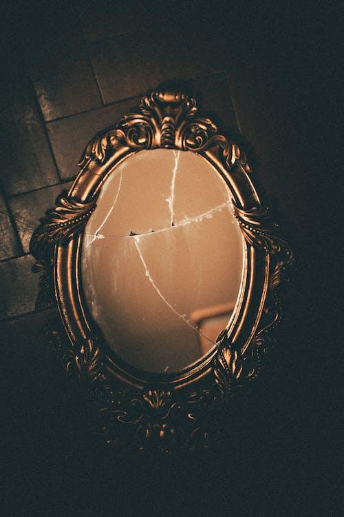 Specchio Da Parete Con Cornice In Ottone