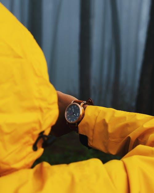 Kostnadsfri bild av armbandsur, Asien, klocka, person