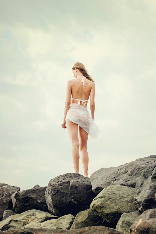 Gratis arkivbilde med avslapping, bikini, forblåst, frihet
