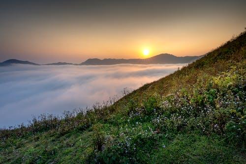 Бесплатное стоковое фото с восход, гора, закат, море облаков