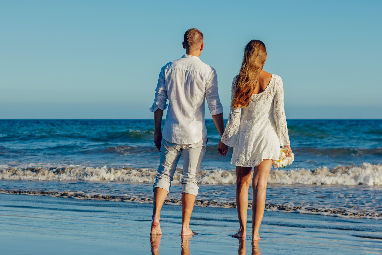 Kostenloses Stock Foto zu meer, strand, ferien, paar