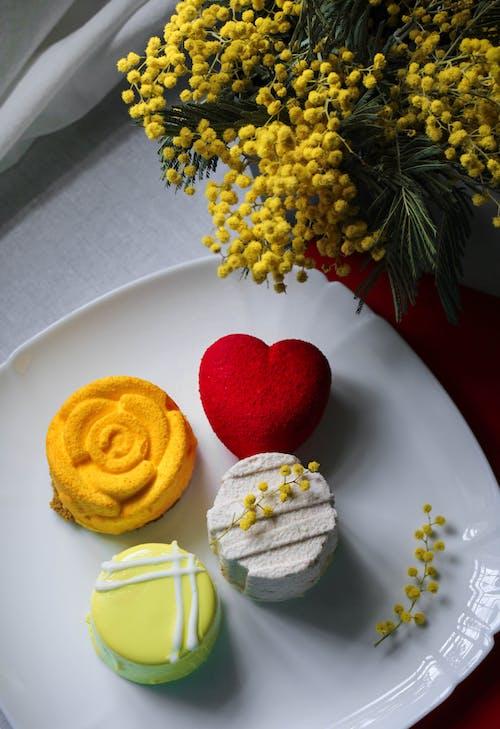 Kostenloses Stock Foto zu десерт, крем, мимоза, пирожные