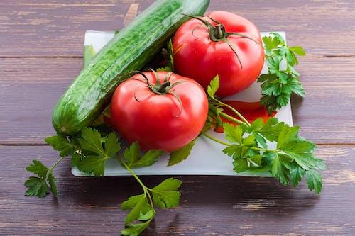 녹지, 오이, 토마토, 호두의 무료 스톡 사진