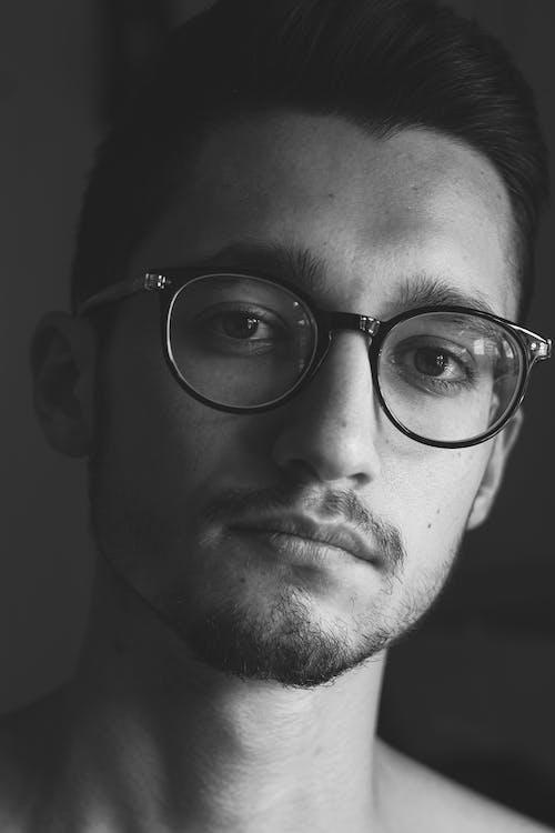 Základová fotografie zdarma na téma brýle, chloupky na obličeji, dioptrické brýle, dívání