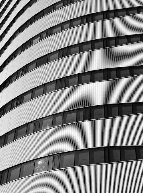 Foto d'estoc gratuïta de a l'aire lliure, arquitectura, arquitectura moderna, blanc i negre