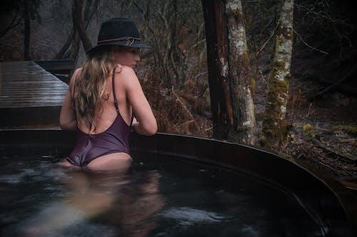 Free stock photo of 20-25 years old woman, autumn mood, black hat, cedar
