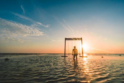 Ilmainen kuvapankkikuva tunnisteilla auringonlasku, hiekkaranta, keinu, luonto