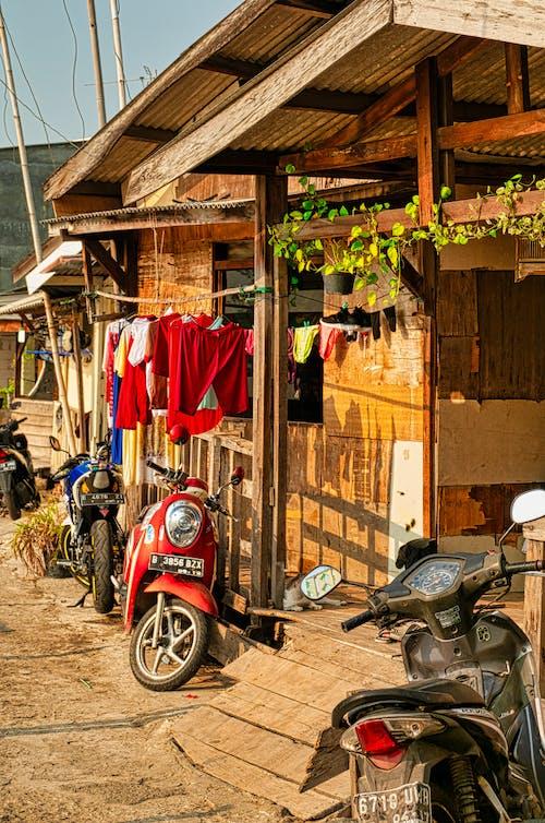 Δωρεάν στοκ φωτογραφιών με μηχανάκι, μοτοσικλέτα, μοτοσικλέτες, ξύλο