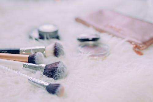 Foto stok gratis alat kosmetik, berbagai macam, berbaring datar, berbayang