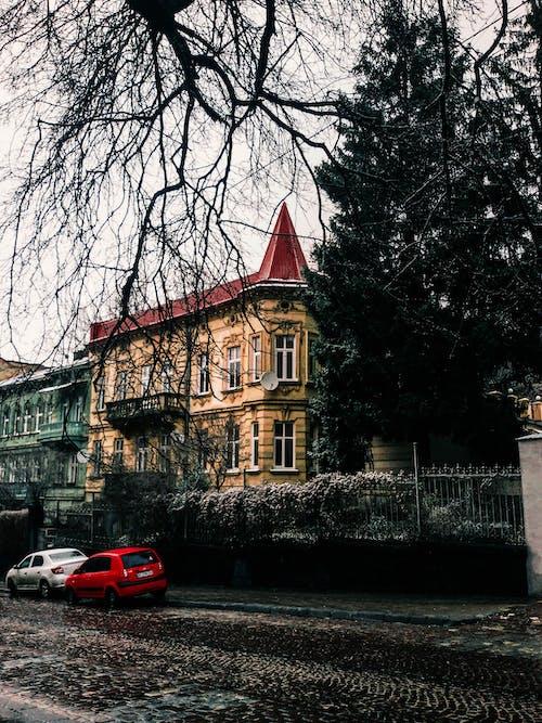 #building, #kırmızı, #otomobil, #sokak içeren Ücretsiz stok fotoğraf