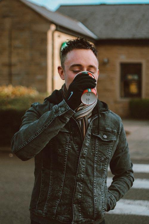 남자, 사람, 술을 마시다, 음료의 무료 스톡 사진