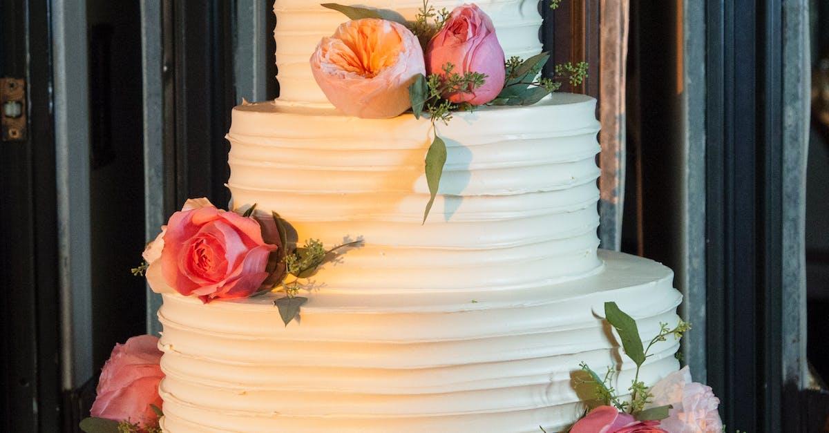 Как выкладывать каскадом цветы на торт
