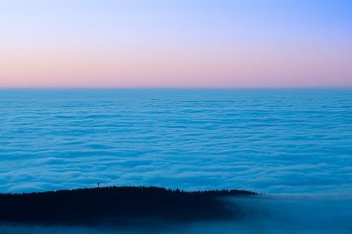 Darmowe zdjęcie z galerii z błękitna godzina, góra, krajobraz, las