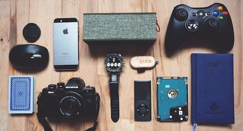 Kostenloses Stock Foto zu armbanduhr, ausrüstung, elektrik, fotografie