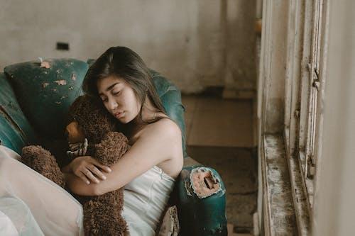 女人, 孤獨, 擁抱, 放棄 的 免費圖庫相片