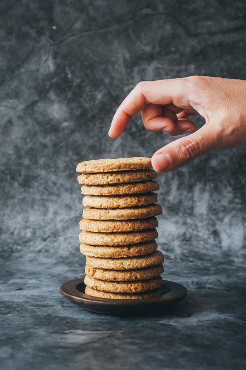 Foto d'estoc gratuïta de dolços, galetes, mà, menjar