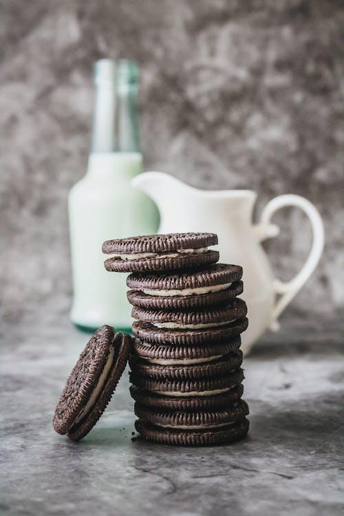 Foto d'estoc gratuïta de ampolla de llet, dolços, esmorzar, galetes