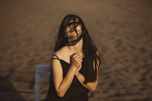 カジュアル, かわいい女の子, グラマー, スタイルの無料の写真素材