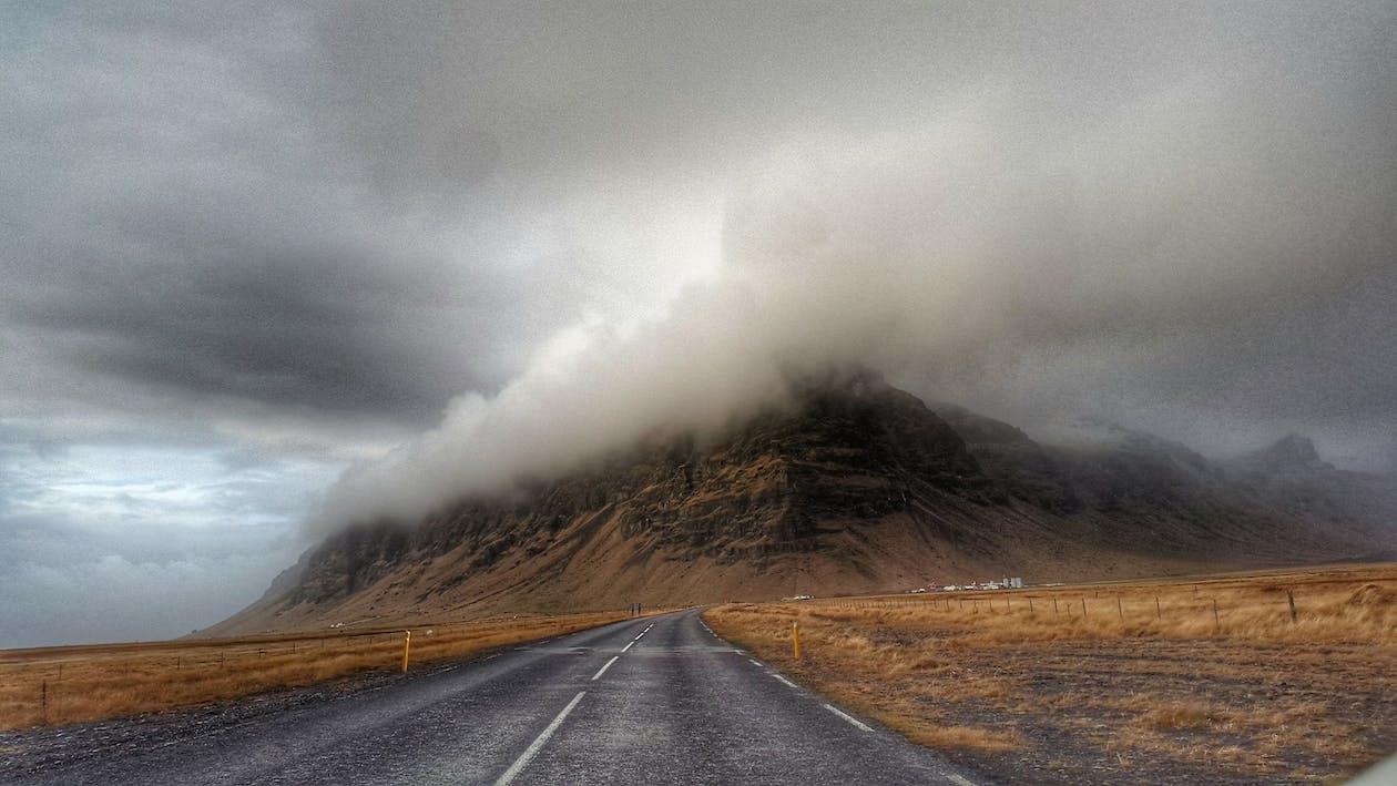 Onweerswolken Over Snelweg