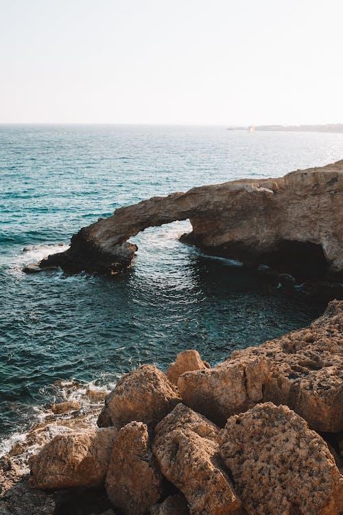 deniz, deniz kıyısı, falezli sahil, gökyüzü içeren Ücretsiz stok fotoğraf