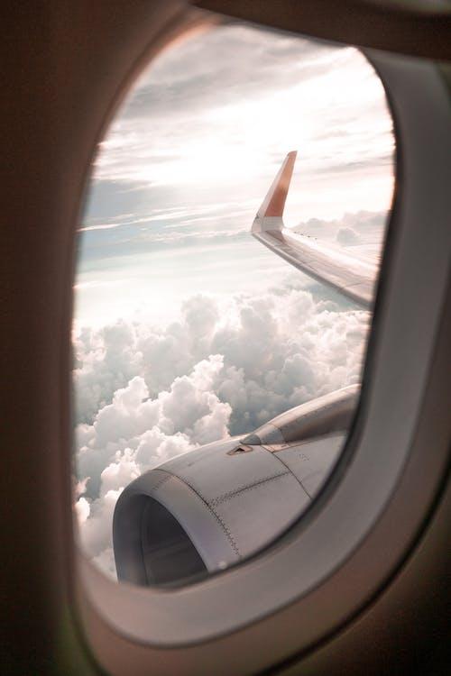 bulutlar, cam, gökyüzü, hava aracı içeren Ücretsiz stok fotoğraf