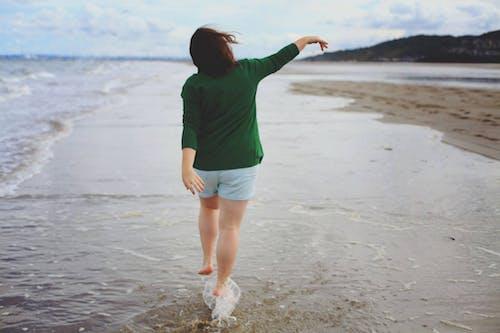 Imagine de stoc gratuită din apă, bucurie, cu picioarele goale, faleză
