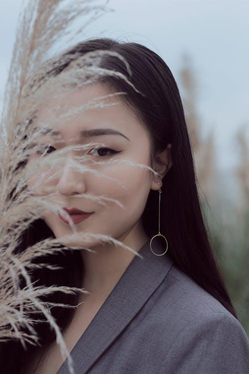 Gratis lagerfoto af asiatisk kvinde, brunette, kvinde, ørering