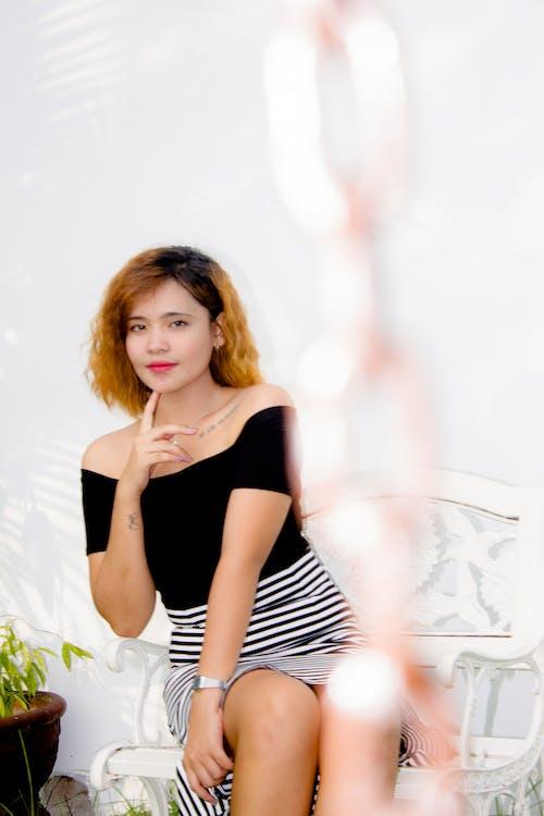 Kostenloses Stock Foto zu fotoshooting, frau, freizeitkleidung, gesichtsausdruck